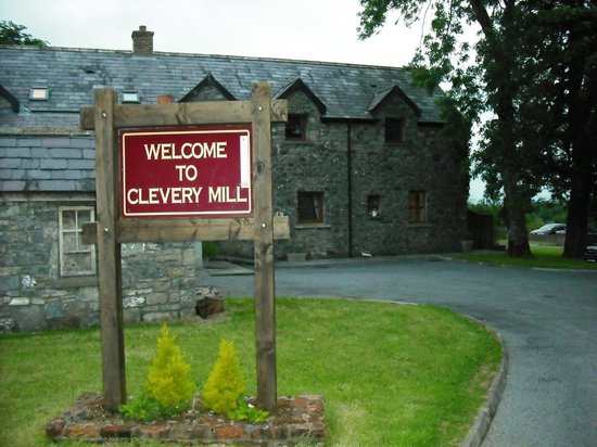 Clevery Mill Restaurant & Guest House: Entrance