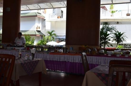 Samui First House Resort: сложно понять, кому такой завтрак может показаться скудным