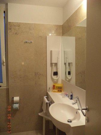 Hotel Fenice: Bathroom