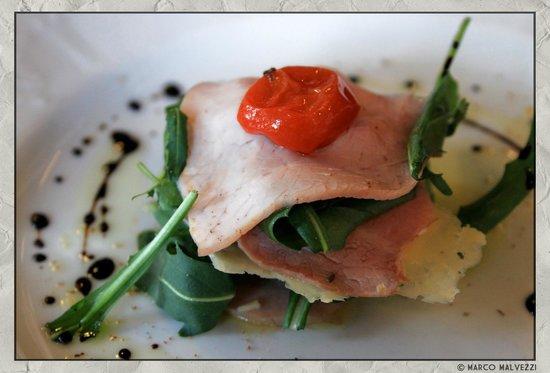 Albergo Tredici Comuni: Magatello di vitello con pomodorini confit, olive taggiasche, Monte Vecchio di Malga