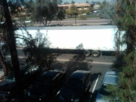 DoubleTree by Hilton Phoenix Tempe : View out room window
