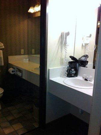 Ramada Waupaca: Double Sinks