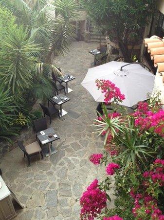BEST WESTERN PLUS La Corniche : cour agréable