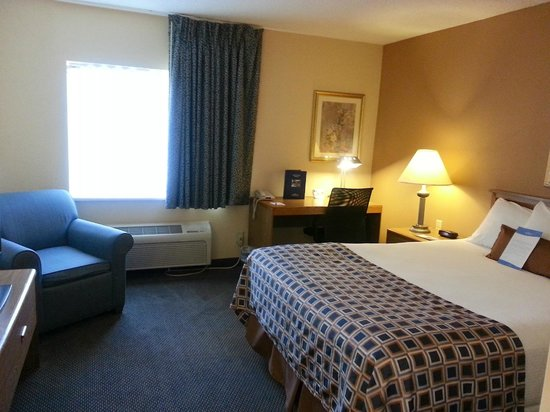 Baymont Inn & Suites Champaign: Room 123