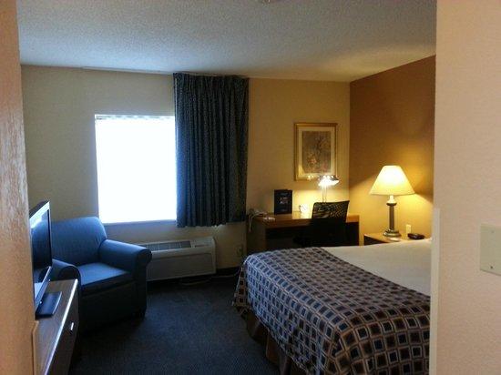 Baymont Inn & Suites Champaign: Room 123