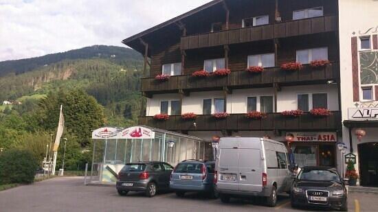 Hotel Alpenland: här är det!