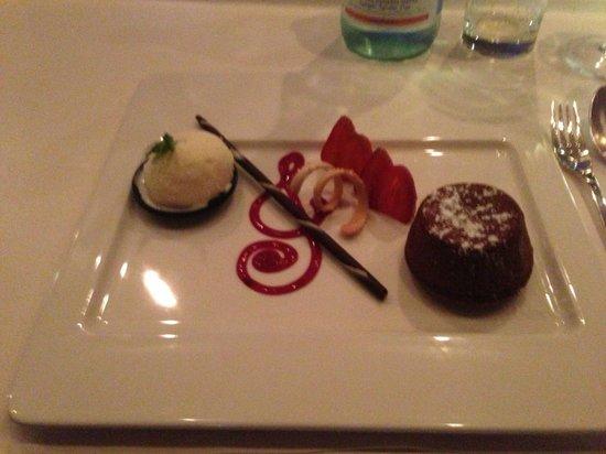 Jazz Bar & Dining: Warm Chocolate Cake - My Favourite Desert