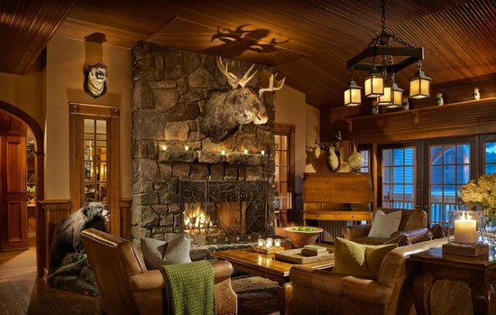 Mirror Lake Inn Resort & Spa : Relax by the fire in our Library