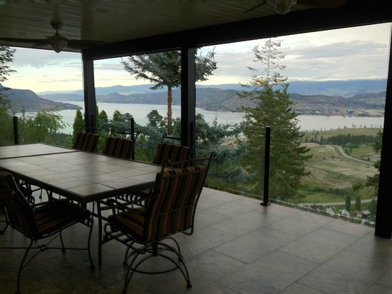 A View of the Lake : Nice comfortable place to sit