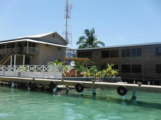 Pirate's Bay Inn Dive Resort : The dock