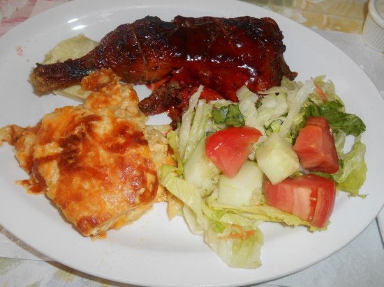 Kim's: BBQ chicken with delicious baked mac n cheese