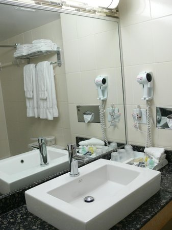 Hotel Espresso Montreal Centre-Ville/Downtown: Corporate Floor Room Bathroom