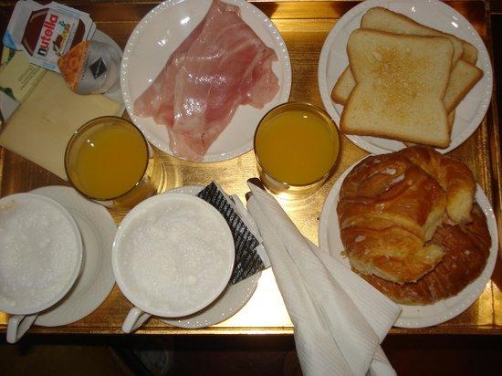 Deseo Maison: Breakfast served in room