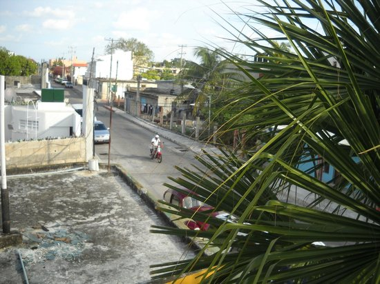 Amaranto Bed and Breakfast: Busy, busy street    ; - )