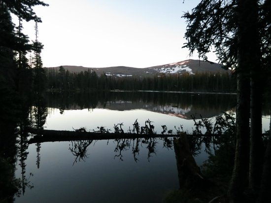 Cathedral Lakes Lodge: Quinesco lake