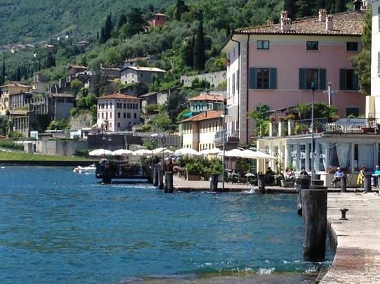 """Ristorante Pizzeria """"Al Lago"""" vista dal porto"""