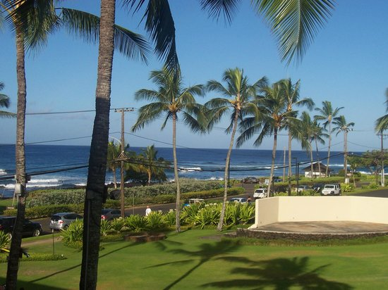 Sheraton Kauai Resort: view from balcony of our partial ocean view room