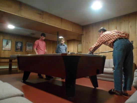 TimberHouse Ski Lodge: Game room