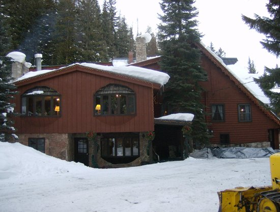 TimberHouse Ski Lodge : Your first view of the TimberHouse