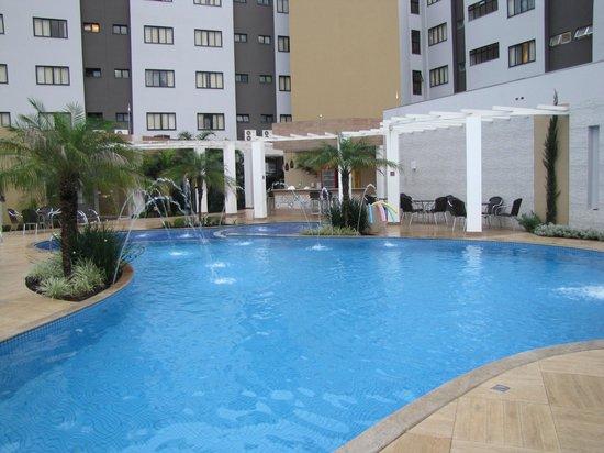 Nadai Confort Hotel & SPA: Outra visão piscina