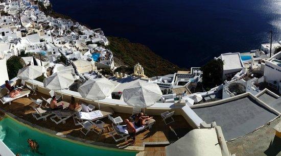 Villa Ilias Caldera Hotel: Looking straight down from room #1
