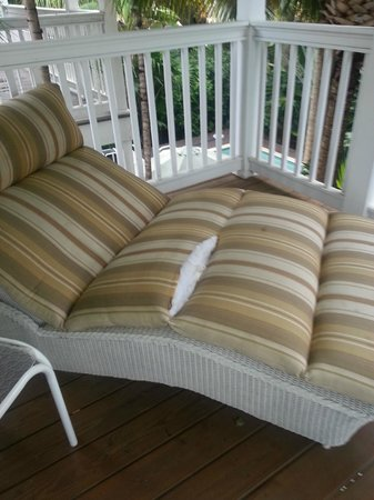 Hawks Cay Resort: Personal Porch with Poorly cared for furniture