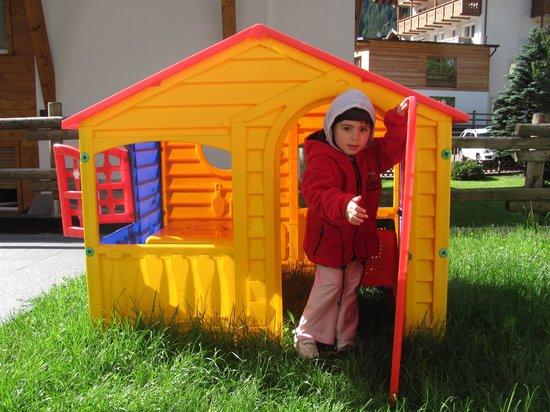 Albergo Villa Adria: Emma playing in the hotel's garden