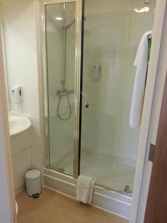 Premier Inn Chester City Centre Hotel: Walk in shower in room 302