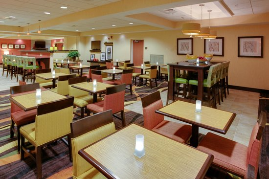 Hampton Inn Shrewsbury: Breakfast Dining Area