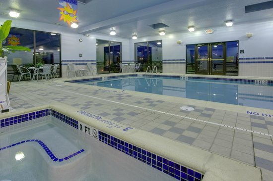 Hampton Inn Shrewsbury: Indoor Pool and Whirlpool