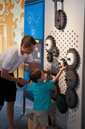 Buffalo Museum of Science: Experiment with gears & pulleys to create your own simple machine