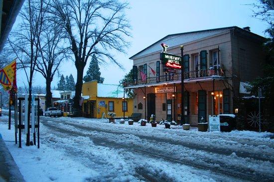 Murphys Hotel : Murphy's Hotel in the Snow. Feb, 2011