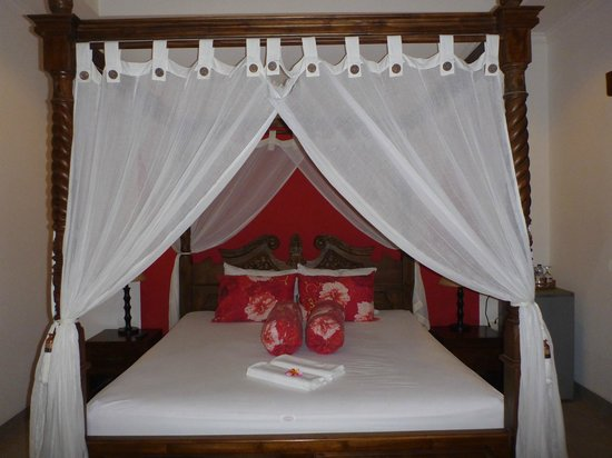 Aquarius Beach Hotel Sanur: Nice bed in room