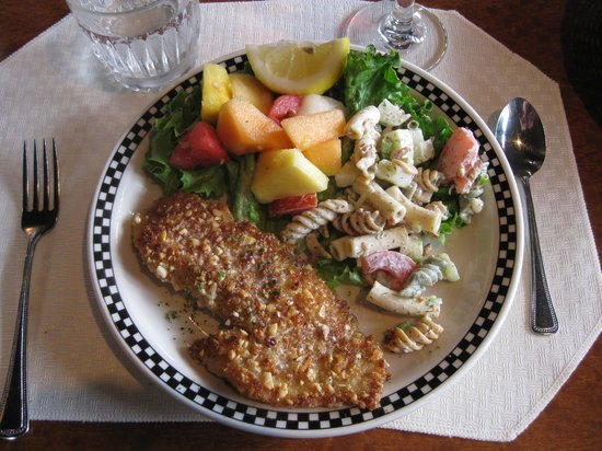 Lord Bennett's Restaurant and Lounge: Nut crusted snapper