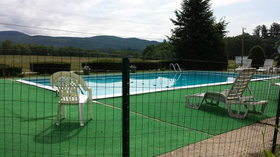 The Shamrock Motel: Pool with a view