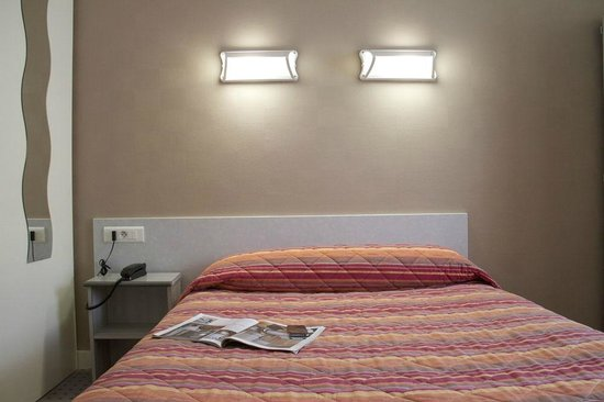 ... pour chambre simple hotel definition : Chambre simple et efficace