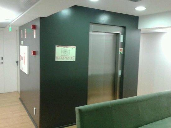 Hotel Laranjeira: ascensor