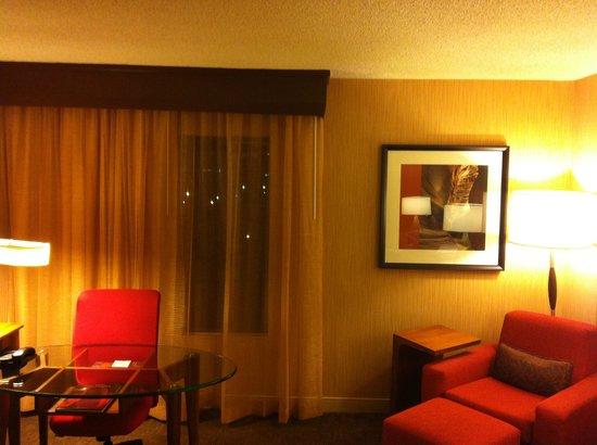 Sheraton Albuquerque Airport Hotel: Luxe sitting area!