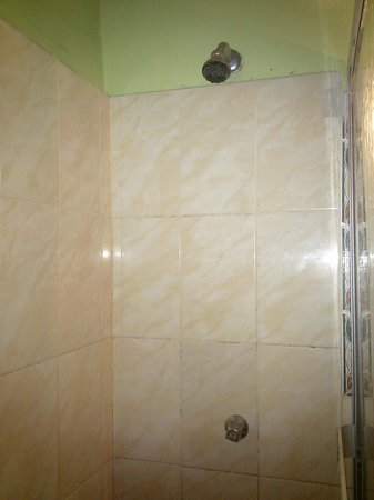 Hotel Tarapoto Inn: No hot water
