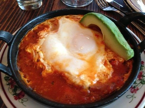 Gemma : baked eggs with tomato and avocado