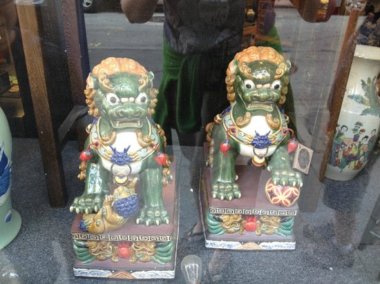 Local Tastes of the City Tours : Dragons