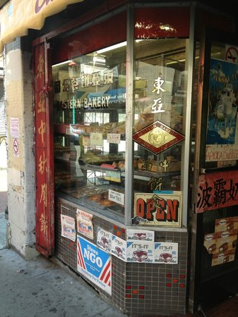 Local Tastes of the City Tours : The oldest bakery in Chinatown