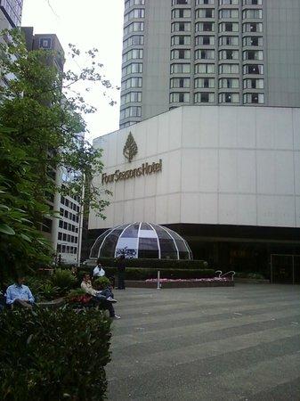 Four Seasons Hotel Vancouver: outside