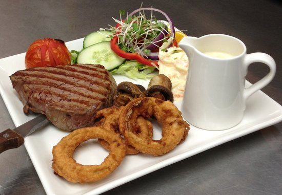 The Old Ginn House Inn: Fillet Steak - cooked to Medium served with a Stilton Sauce