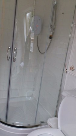 Collingwood Guest House: shower