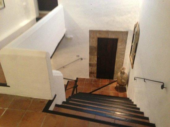 La Torre del Canonigo : stairs to lobby