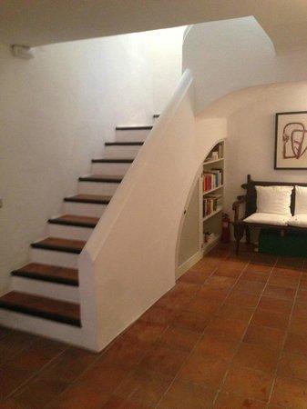 La Torre del Canonigo : stairs to top floor