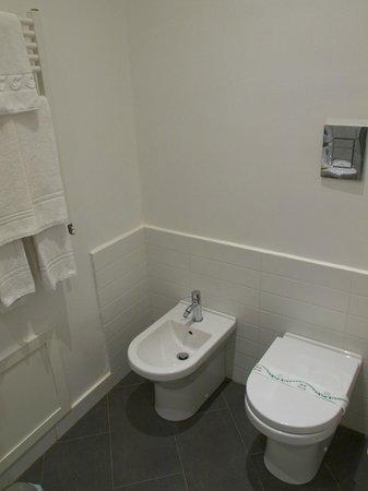 Al Giardino dell'Alloro : Il bagno della camera Fucsia