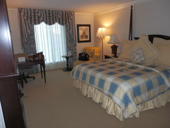 Washington Duke Inn & Golf Club: Room 554