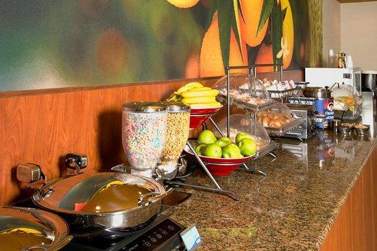 Fairfield Inn by Marriott Anaheim Hills Orange County: Breakfast Bar